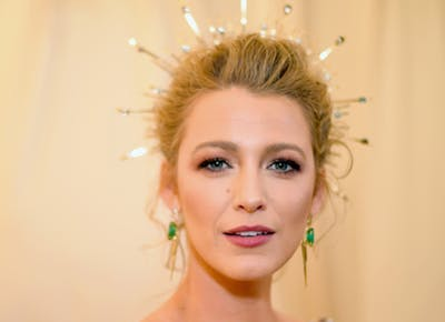 Blake_Lively_glowing_at_the_2018_Met_Gala